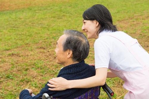 独居の高齢者が増えている現状